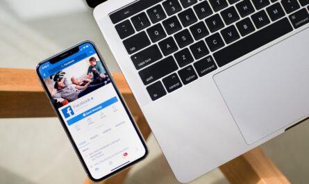 Mezi oblíbené mobilní komunikátory patří Facebook Messenger.