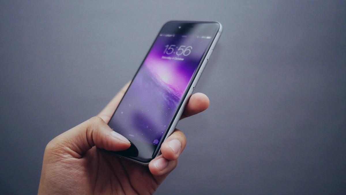 Přenos čísla k jinému operátorovi na mobilním telefonu.