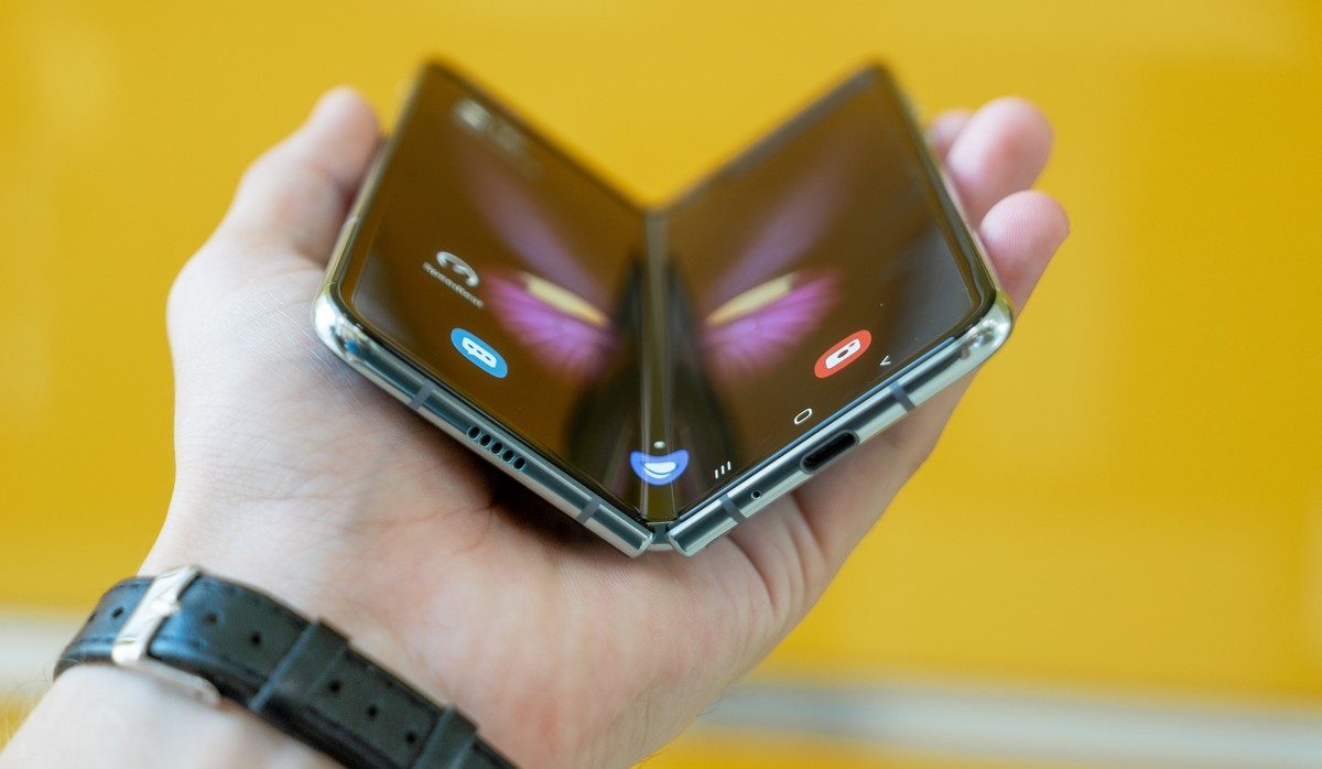 Ohebné mobilní telefony. Tento v podání Samsung Galaxy Z Fold.