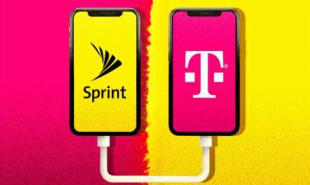 Logo T-Mobile zobrazené na displeji mobilního telefonu.