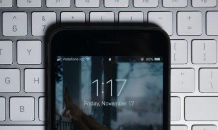 Vodafone zobrazení na displeji mobilního telefonu.